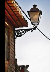 (nikasiopea) Tags: roof house valencia cat casa nikon farola pueblo lamppost gato cielo tejado teja d60 ador forja