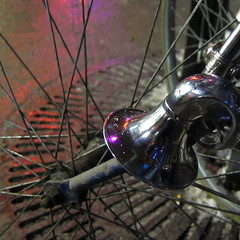 Forgotten horn // Claxon oubli (BadFlash79) Tags: blue winter red snow reflection wet bicycle metal night silver square purple bokeh hiver bleu chrome whatever claxon horn dust bicyclette rods nuit peu argent miksang carr s90 salet mouill barres poussire importe mtaliques