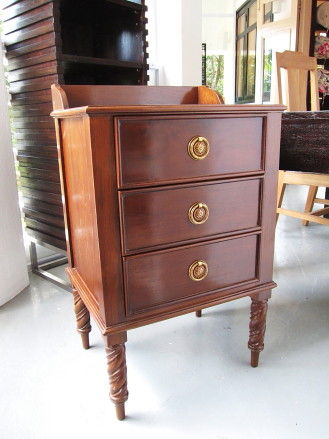 Bedside cabinet w/ 3 drawers