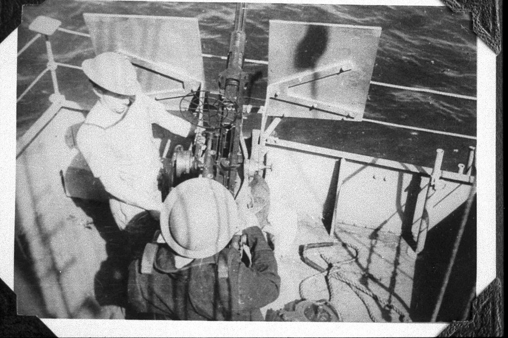 EPISODES OF WWII: HMAS KAPUNDA Oerlikon gunners again, and a word about the RAAF and 'Bomb Alley - Photo Derek Sim [1919-2004] courtesy Graeme Andrews.