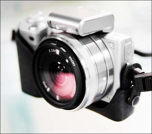 Sony NEX-5 16mm f/2.8