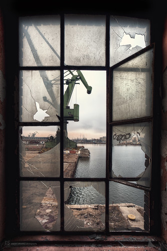 [ room with view on shipyard ]