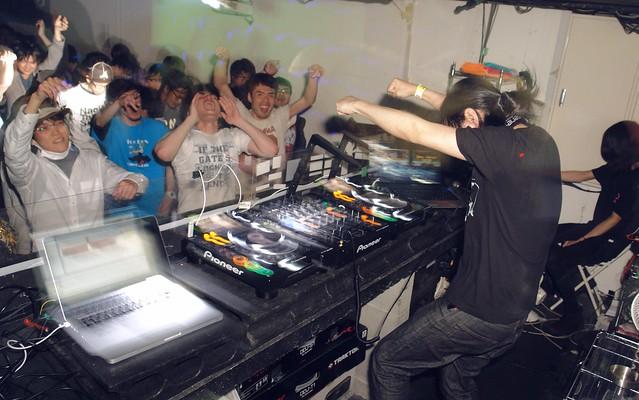 DJ kouki Izumi in the house!