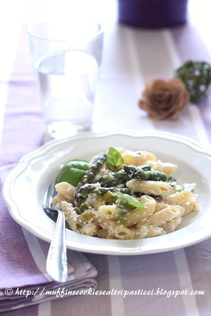 Penne con asparagi, ricotta & pepe  verde