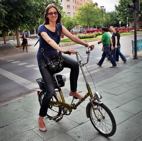 jenny con su bici alemana
