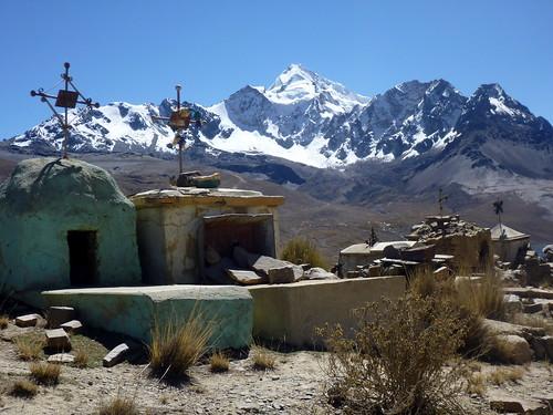 Le Huayna Potosi derrière le cimetière de Milluni