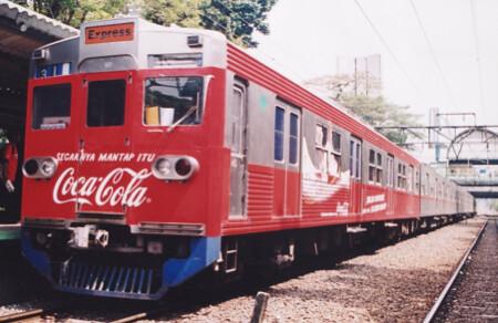 media-iklan-kereta-api-lokomotif-branding