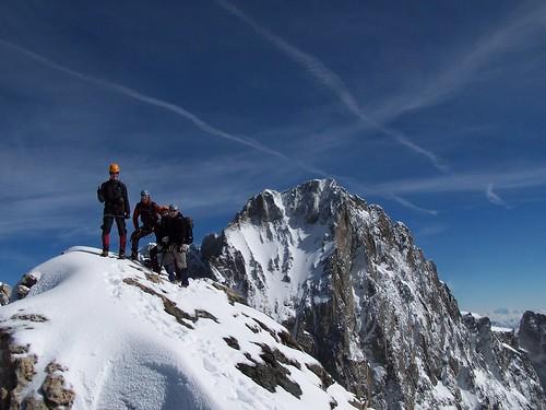 L'équipe au sommet devant la Barre des Ecrins