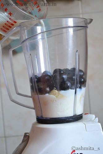 Banana Bkack grape smoothie