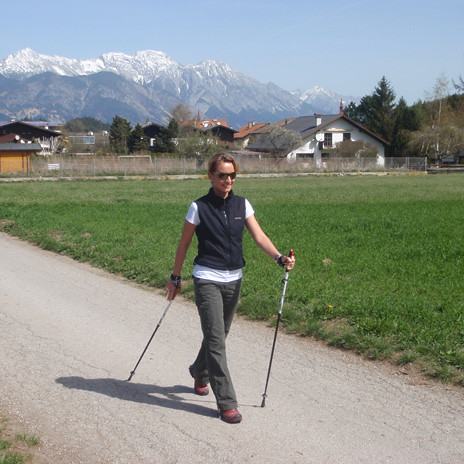 Nordic walking, camminare tra i boschi fa bene