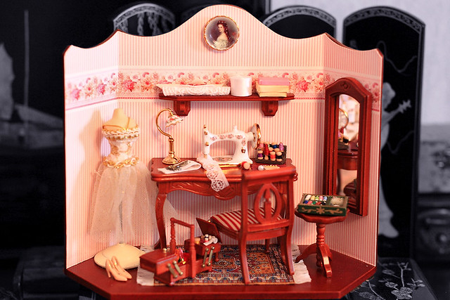 Doll house with porcelain details