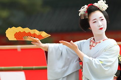 Odori with an Ougi fan (Teruhide Tomori) Tags: travel girl beautiful japan dance kyoto traditional maiko    kimono pontocho chizu
