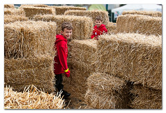 The Ambush (Repp1) Tags: boy twins maze hay imp labyrinth foin garon strawbales jumeaux redjacket lutin d300 labyrinthe surpriseattack embuscade cs5 ballotsdepaille