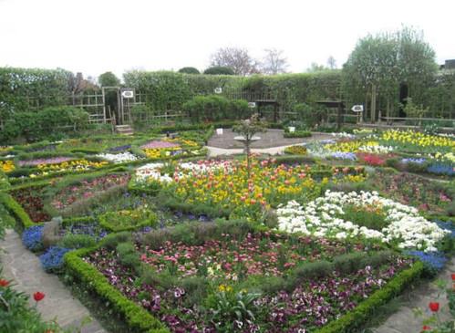 莎士比亞過世處(New Place),原建物1795年燒毀後,現為花園
