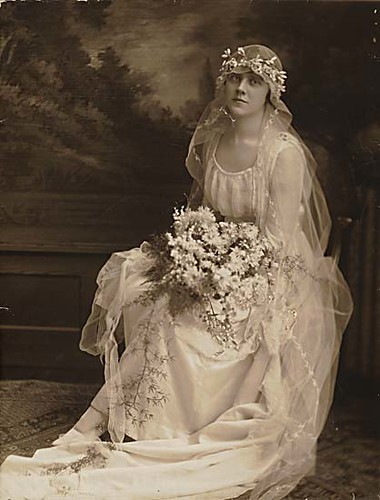 This wedding dress from 1915 is a simple dress made of silk and tulle Lace