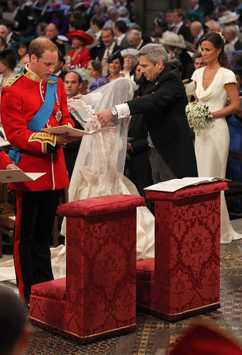 Michael Middleton lifts Catherine's veil