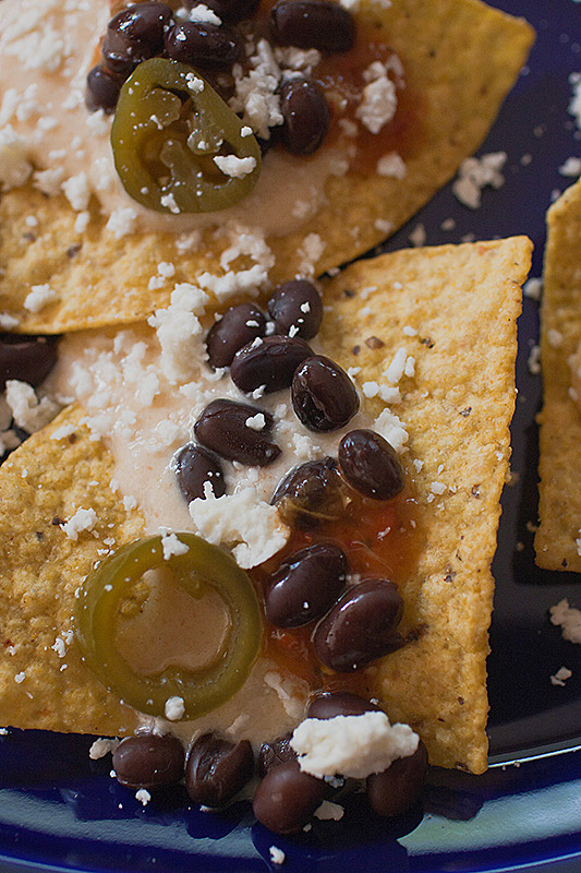 White cheese nachos with black beans