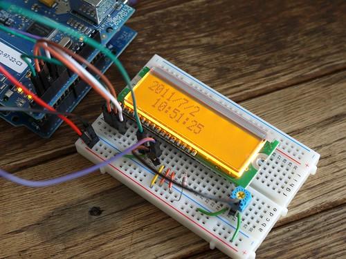 NTP同期型キャラクタLCD時計