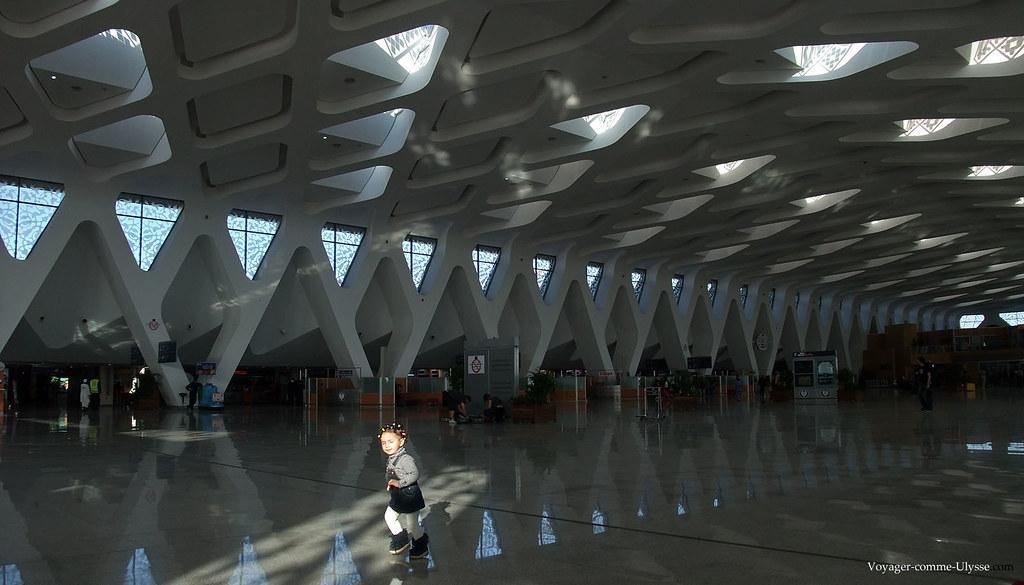 Très belle architecture du hall de l'aéroport