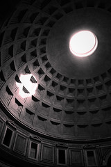 Escaping (Ifurito) Tags: voyage trip light shadow rome roma pantheon