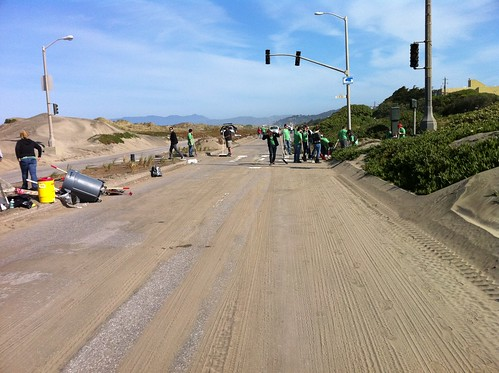 Volunteers hard at work cleaning up Great Highway, and our weather forecast is (happily) wrong again!