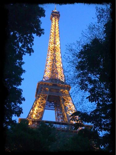 <span>parigi</span>Tour Eiffel by night<br><br><p class='tag'>tag:<br/>luoghi | parigi | viaggio | </p>