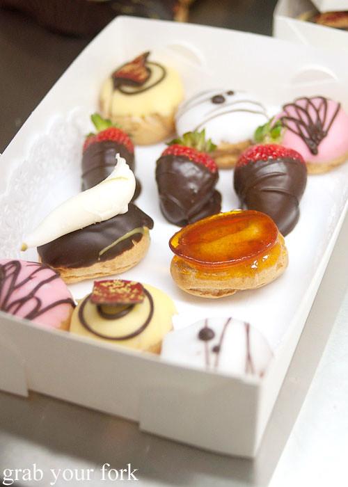 la banette petit fours desserts