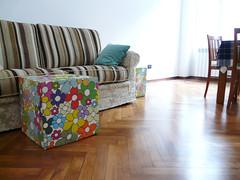 pouf a fiori per il divano