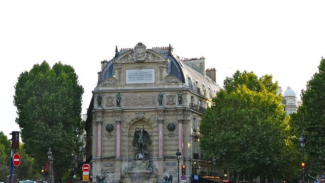 P1080385 France, Paris, la fontaine de la Place Saint-Michel