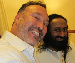 Director Demian Lichtenstein and HH Sri Sri Ravi Shankar (discoverthegift) Tags: film movie book transformation meditation spirituality wellness artofliving srisriravishankar demianlichtenstein discoverthegift