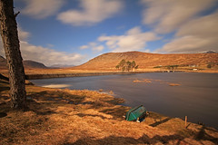 loch droma. (west bank) (Gordie Broon.) Tags: trees mountains nature water landscape geotagged photography scotland boat scenery alba dam scenic windy escocia hydro april schottland ullapool westerross ecosse anteallach rossshire westernhighlands scotspines lochdroma aultguish braemoreforest dirriemore canoneos7d gordiebroon lochdrum