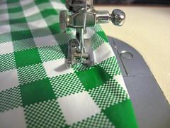 Cobre-vasilhas reutilizável (comofaz) Tags: handmade artesanato craft fabric oil cloth reciclagem cozinha cobre tutorial pap tecido utilidades ecologico costura reciclavel oleado passoapasso plastificado comofaz vasilhas reutilizavel