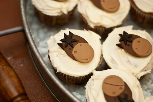 5675370508 5526f9204c Farm Animals for your Barnyard Cupcakes