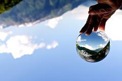 Visione e prospettiva divergente (mbeo) Tags: reflection concentration perspective sphere hearth monde terra m9 prospettiva mondo condolence sfera divergent concentrazione mergoscia divergente condoglianze mbeo