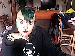 Green (amanitutiplastikus) Tags: bw espaa white black color colour verde green blanco girl spain europa chica negro bn eruope adicts espanya
