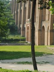 incastri (*sonnenschein*) Tags: strada albero tufo caserta mattoni acquedottocarolino valledimaddaloni pontidellavalle vanvitelli nikon3000