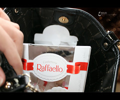 R      l l o (3    d ) Tags: canon chocolate loveit purse raffaello  3houd ohoud