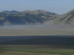IMG_1455 (superpagliaccio) Tags: verde fiori nebbia sentiero zaino e1 paesaggi montagna percorsi umbria colline appennini prati cammino boschi movimentolento