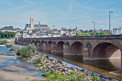 Nevers (Laurent Moulin photographie) Tags: nevers pont bridge eglise church paysage landscape ville town urbain urban eau water riviere river loire fleuve