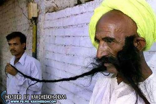Worlds-Longest-Moustache-Badamsinh-Juwansinh-Gurjar