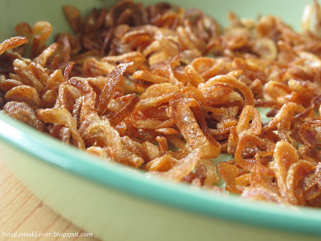 Homemade crispy fried shallots