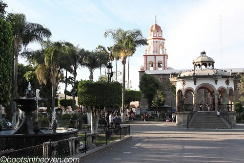 Tlaquepaque's main square