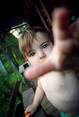 Orange. [EXPLORED] (Joaquin Villaverde Photography) Tags: portrait orange baby cute youth photography eyes nikon flickr child hand retrato nia joaquin ojos mano bebe fotografia nio naranja juventud tierno villaverde tierna
