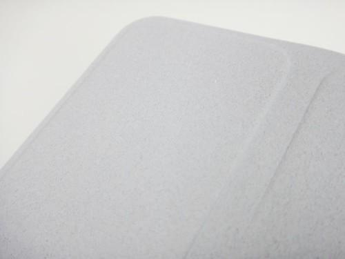 背面是絨布材質