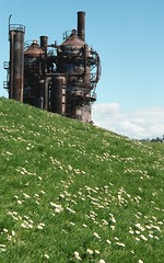 Gasworks behind the hill (Great Beyond) Tags: seattle park flowers blue sky urban white flower green slr film grass clouds analog 35mm eos washington spring image kodak iso400 parks ishootfilm 35mmfilm 400 gasworks af tamron portra 3000v gasworkspark springtime latent c41 28200mm kodakportra400 seattlewashington keepcalm canoneosrebelk2 filmisnotdead canonrebelk2 latentimage tamronaf28200mm