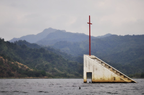 the cross tower at lake mapanuepe