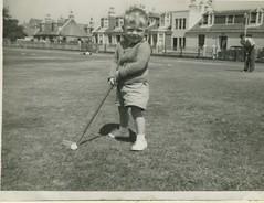 Saltcoats golf (citizenstheatre) Tags: clyde rothesay fairfriday glasgowfair portseaton