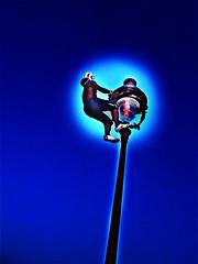 Juggling with a ball, Montmartre (Capitano Dick) Tags: paris montmartre lantern juggler jongleur climbingalantern idratherstayonearthandjuggleroundwiththemontmartregirls