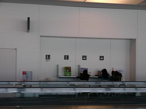 羽田空港 出発ロビーのパソコン用電源