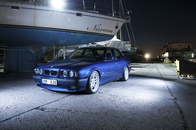blue light night port nice ps bmw riga e34 strobist